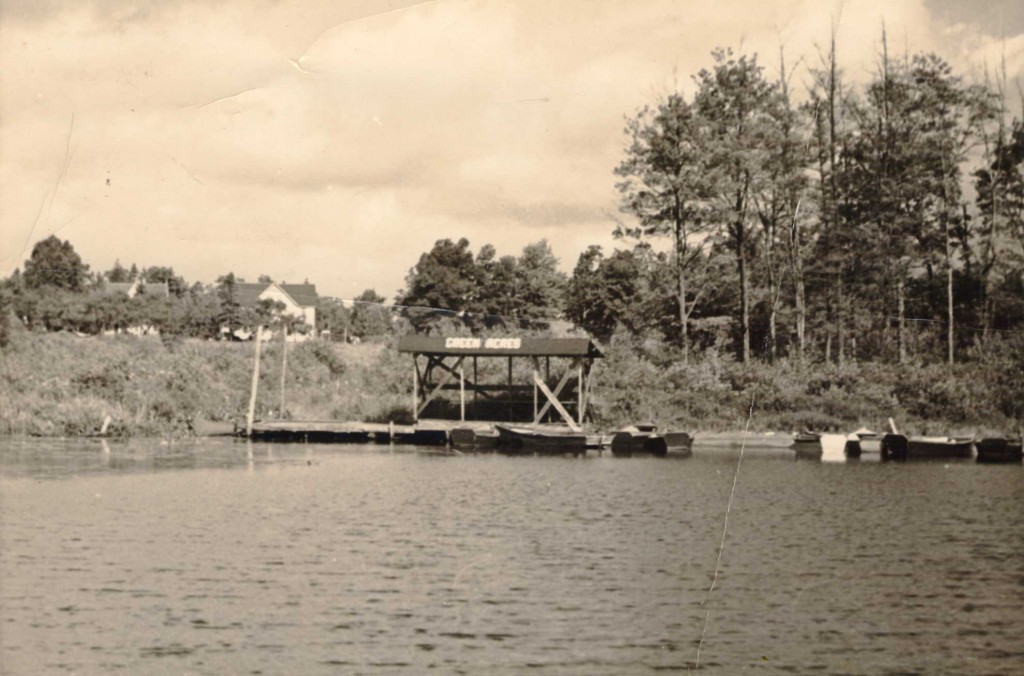 1930s Green Acres Dock. Green Acres (former Lake House) in the background on the left Photo courtesy of Diane Pankow.